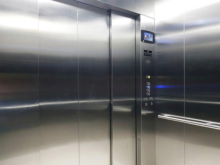 technischer Alarm im Aufzug